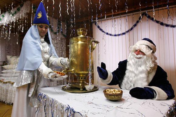 Татарский Дед Мороз и Снегурочка